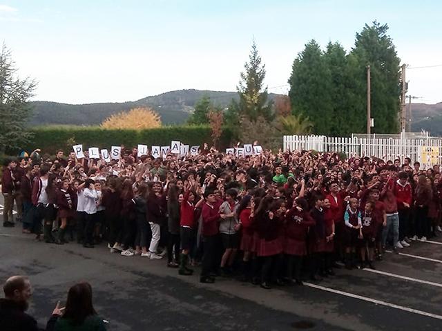 Plus jamais seul: regroupement contre le harcelement scolaire avec le chanteur Hazerka